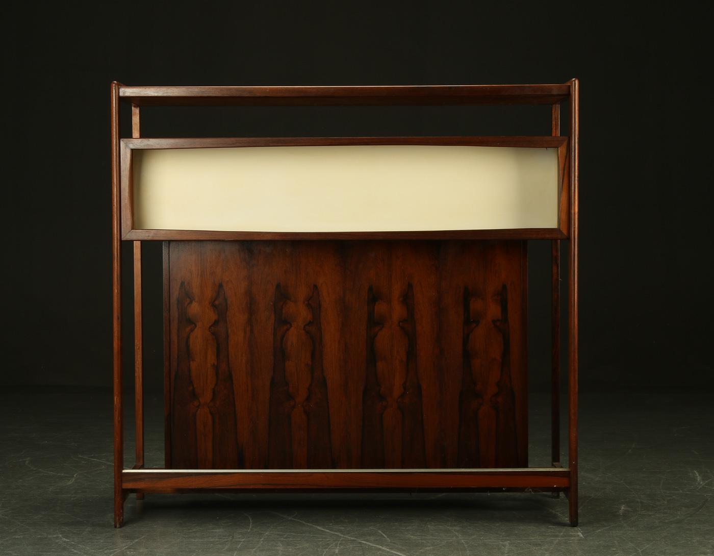 Mueble bar de palisandro 1960 dinamarca modernario for Palisandro muebles